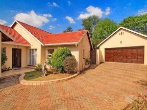 Beautiful 4 bedroom home with a pool in a boomed off area in Rivonia Prime location photo