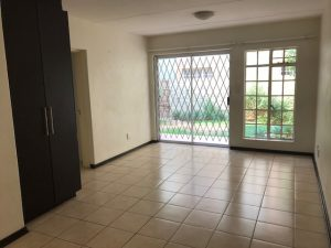 Neat 1 Bedroom apartment in Dainfern photo