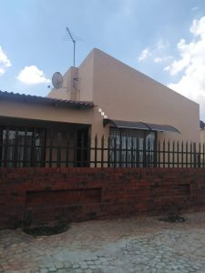 A Lovely Three Bedroom Family Home In Vosloorus photo
