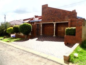 AWESOME DOUBLE STOREY IN SPRUITVIEW! photo